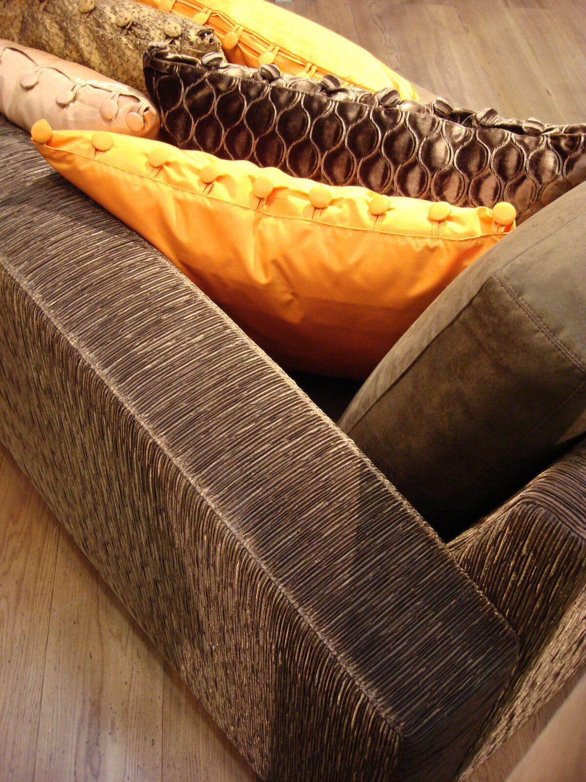 LIQUID 'KYOTO' _Burnished Gold with Various Pillows _preview