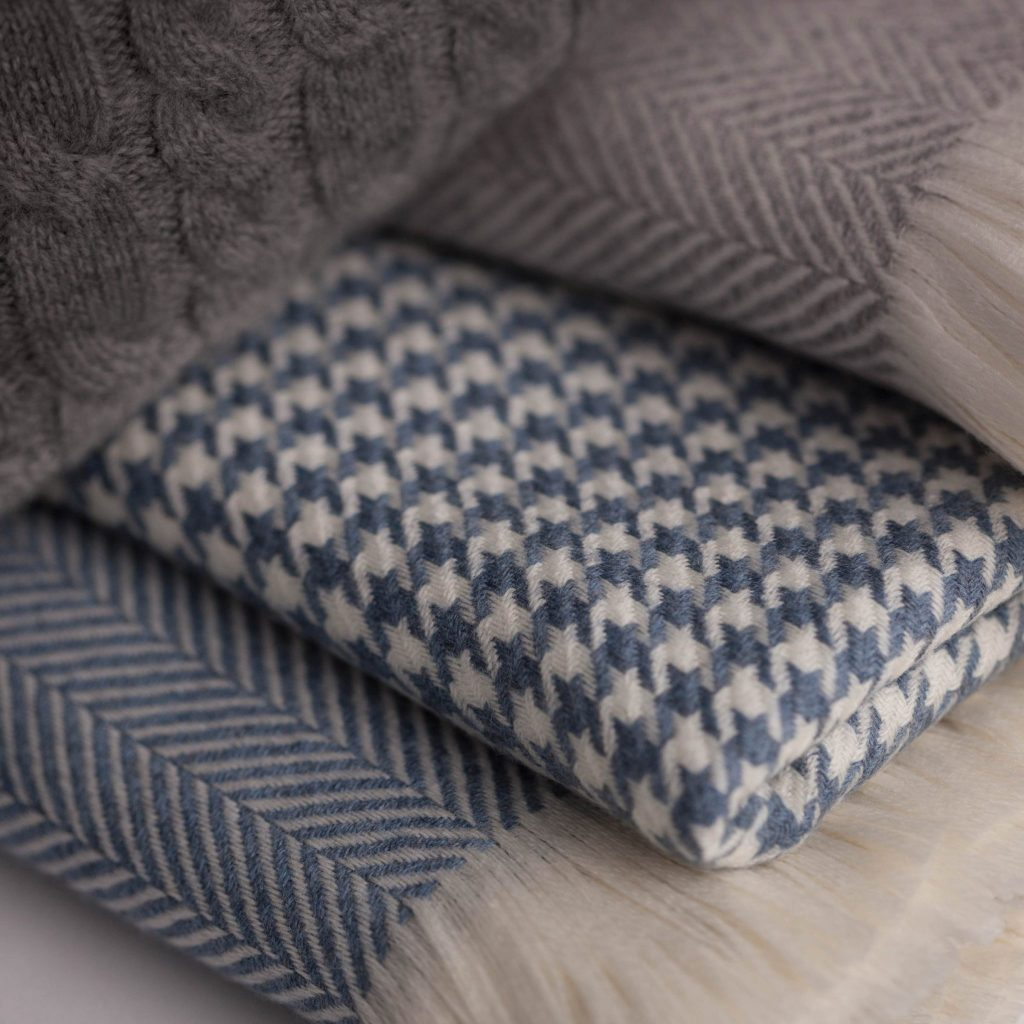 Extra Fine Merino Houndstooth Throw